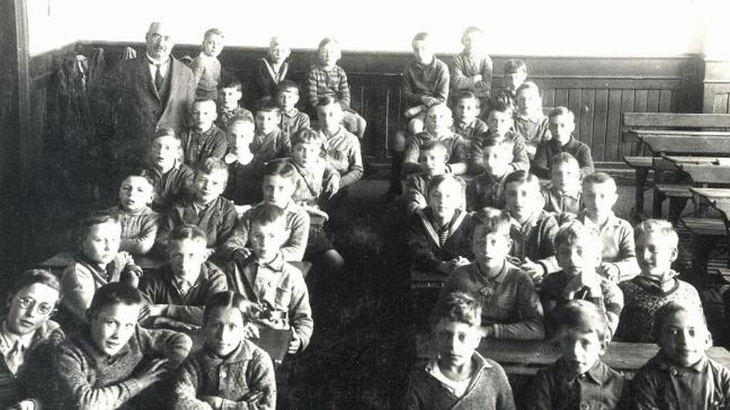 Hamburg, Blick in eine Knaben-Schulklasse