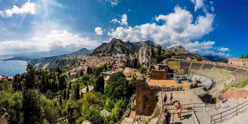 Templi e vestigia greche: Taormina e Siracusa