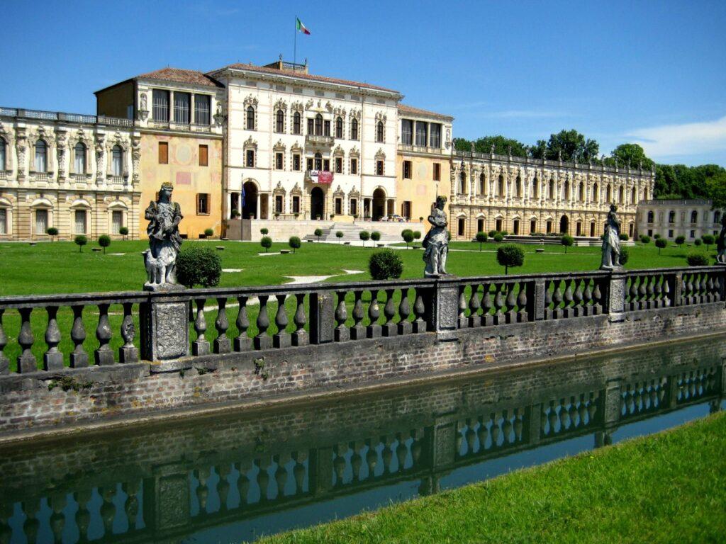 Villa Contarini a Piazzola sul Brenta, una delle più grandi ville venete